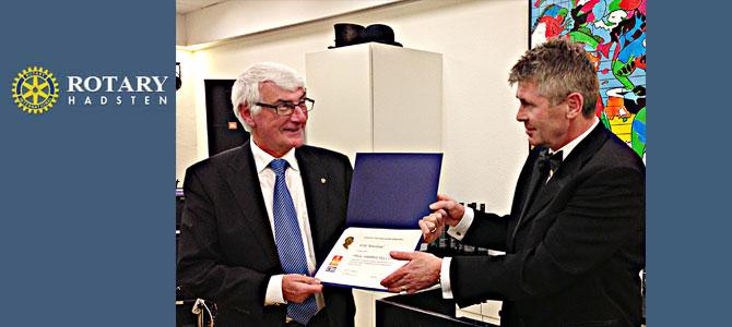 Erik Moeslund hædres med Paul Harris Fellow af præsident Poul Sørensen